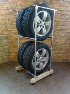 Как хранить колеса на дисках и резину в гараже