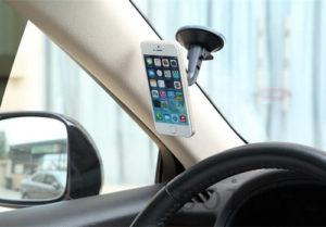 Какой держатель для телефона в машину лучше: критерии выбора модели