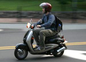 Нужны права на мопед и скутер