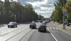 Поворот налево с трамвайных путей