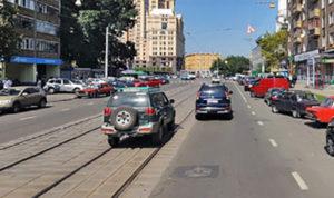 Разворот с трамвайных путей вне перекрестка