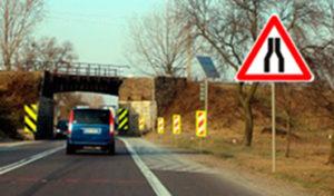 Знак Сужение дороги правила проезда