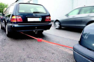 Правила буксировки автомобиля на гибкой и жесткой сцепке