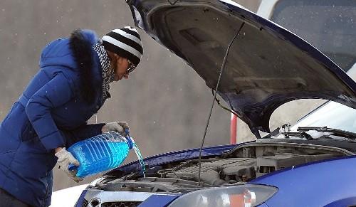 Выбираем незамерзайку для авто: готовая магазинная жидкость или сделанная своими руками, что лучше?