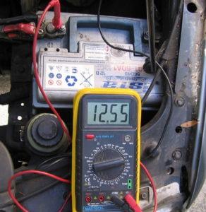 Каково максимальное напряжение, время и ток зарядки?