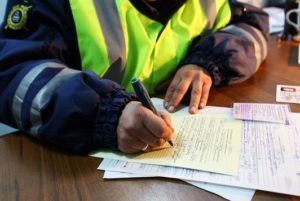 Процедура оформления изъятия прав инужноли отдавать водительское удостоверение